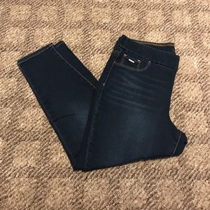 Nine West Pull On Skinny Crop.